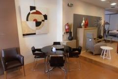 Mesa comedor cristal café y 4 sillones patin policarbonato café